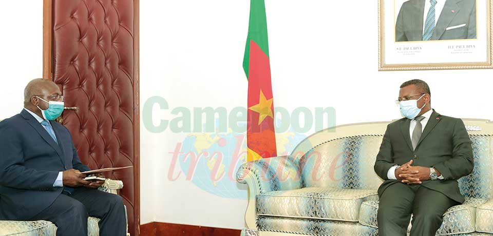 Prime Minister Dion Ngute with the Angolan special envoy Téte Antonio .