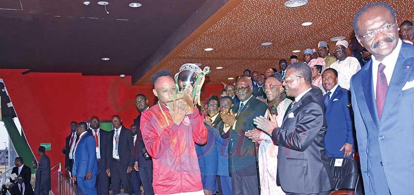 Prime Minister Dion Ngute handing over trophy to captain of Stade Renard de Melong.