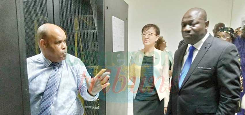 Institutions : South Korea Ambassador Visits Customs Data Centre