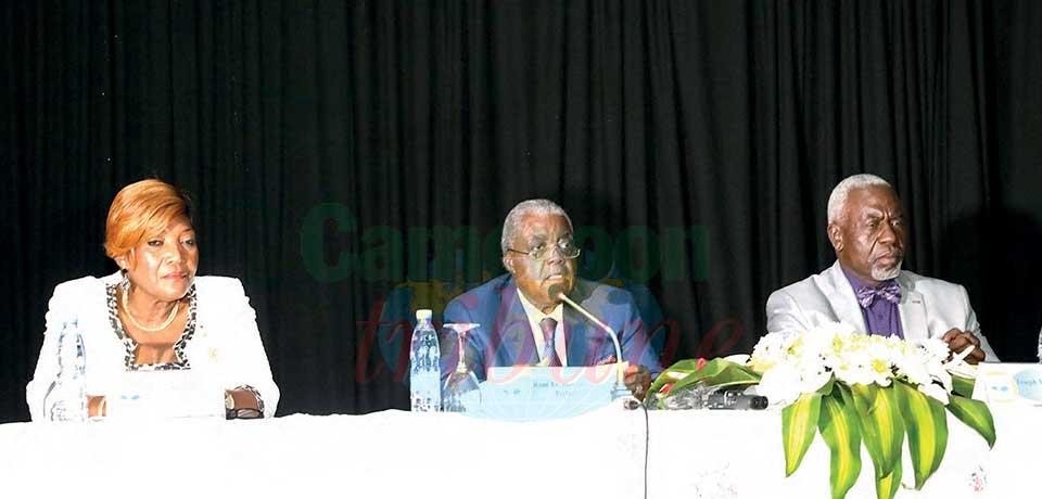 La dédicace de « Paul Biya : Le disque dur ou l'héritage des générations », de Joseph Marie Eloundou, a eu lieu le 18 février dernier en présence du ministre de la Communication, René Emmanuel Sadi.