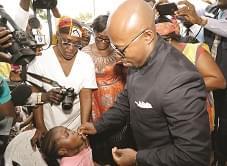 Des enfants du quartier Briqueterie à Yaoundé ont reçu la dose de vaccin.