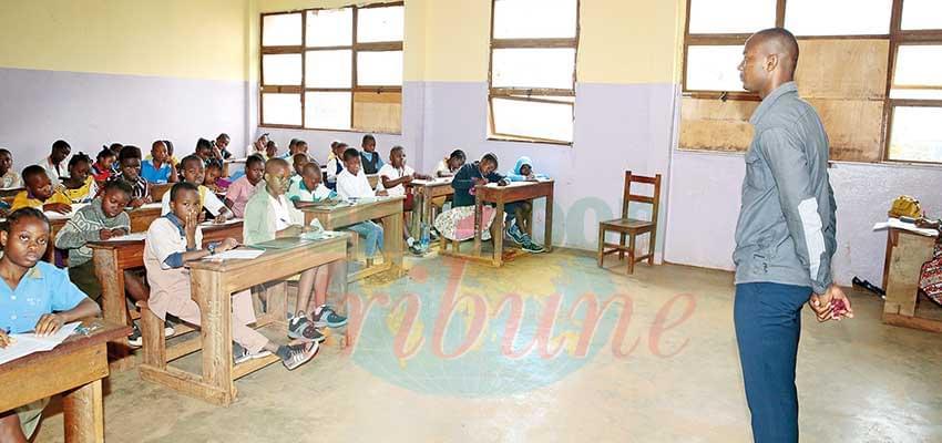 Des candidats du lycée bilingue de Deido en pleine composition.