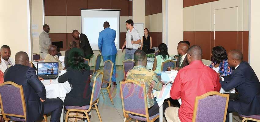 Les participants très intéressés par la qualité des travaux.