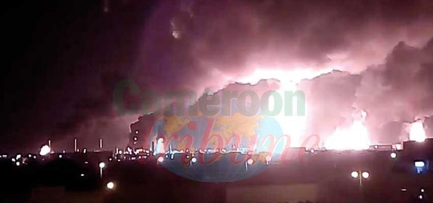 L'incendie spectaculaire des sites visés.