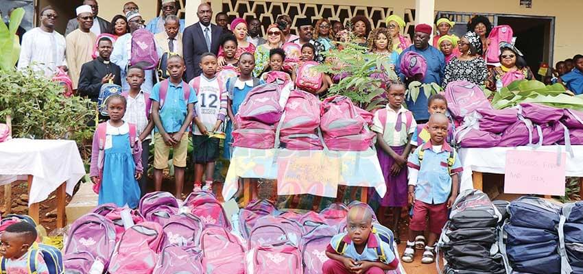 Yaoundé : du sourire pour les élèves déplacés
