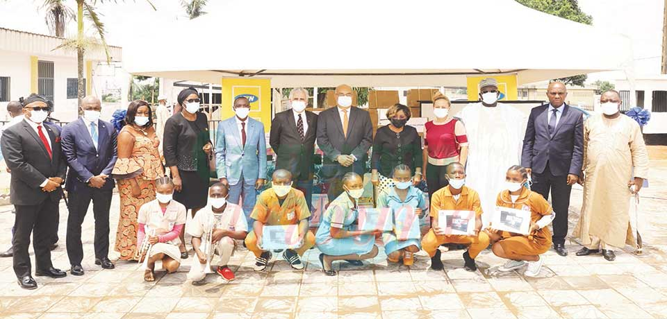 Distance Education  : Partners Offer 15,000 Tablets To MINESEC