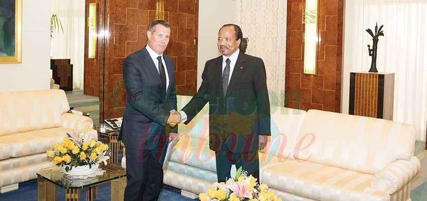 L'ambassadeur de Suisse accueilli hier au Palais de l'Unité par le président Paul Biya.