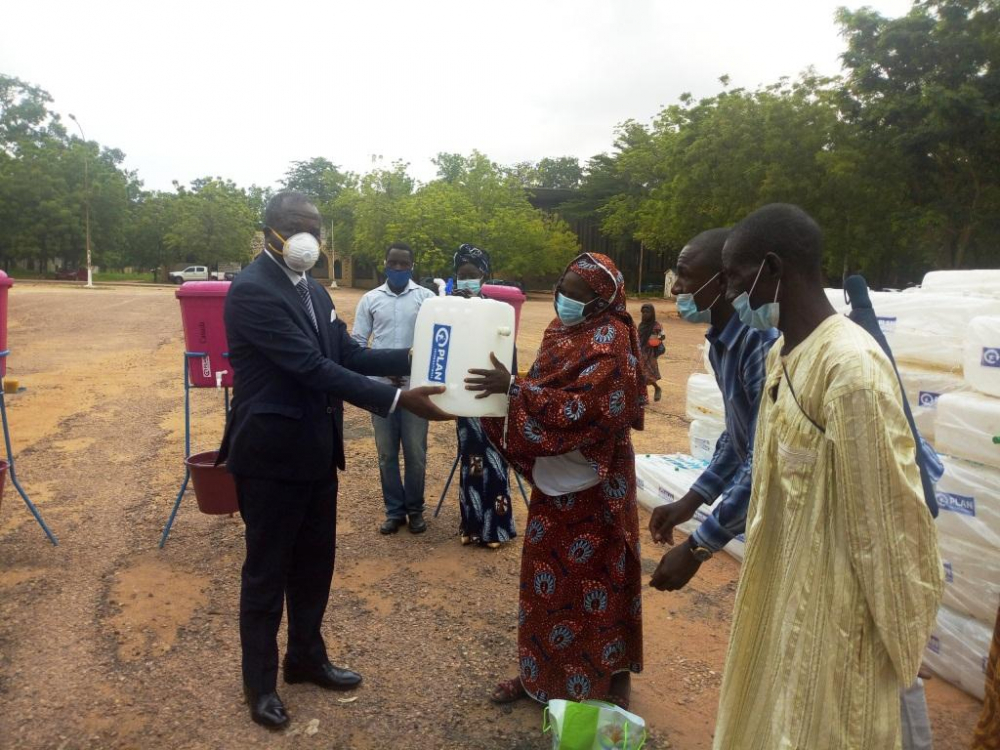 Garoua : Plan International Cameroon distribue 21 000 kits Wash aux ménages