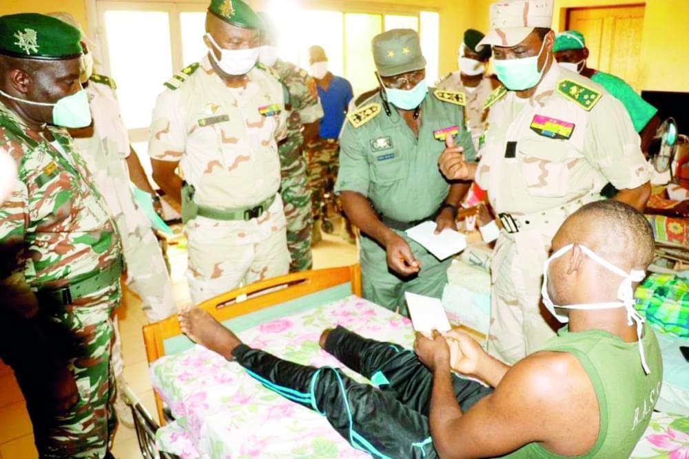 Extrême-Nord : l'assistance du président aux blessés de guerre