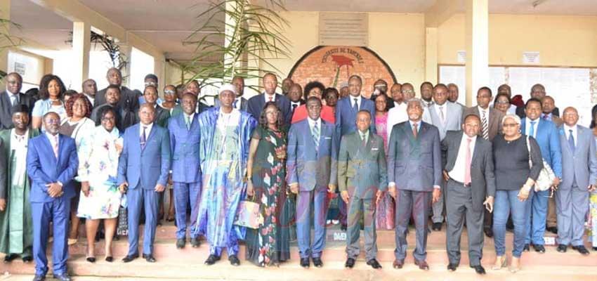 Le ministre d'Etat, Minesup et les membres du CCIU hier à l'ouverture des travaux.