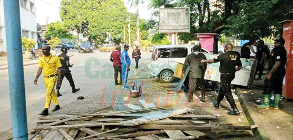 Lutte contre le désordre urbain : les trottoirs de Bonanjo libérés