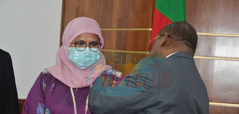 Prime Minister Joseph Dion Ngute on October 4, 2021 decorated Maimunah Mohd Sharif with the medal of the Grand Officer of the Order of Valour.