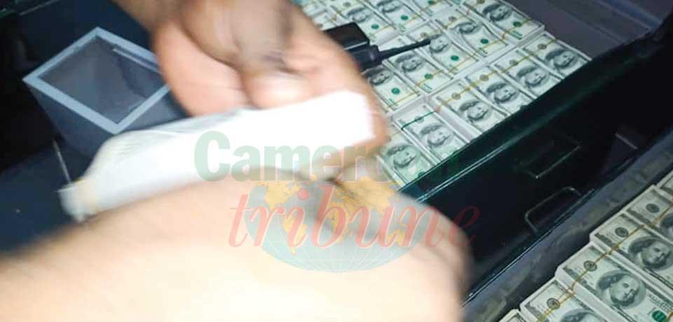 Douala : une arme et de faux dollars saisis