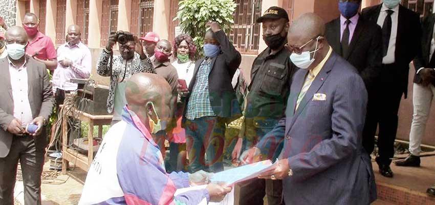 Bafoussam  : les motos-taxis contre le désordre