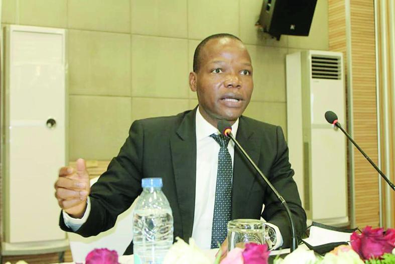 Le Directeur général des Impôts, Modeste Mopa Fatoing, tire les leçons des échanges qu'il a eus avec les contribuables pendant sa récente visite de travail à Douala.