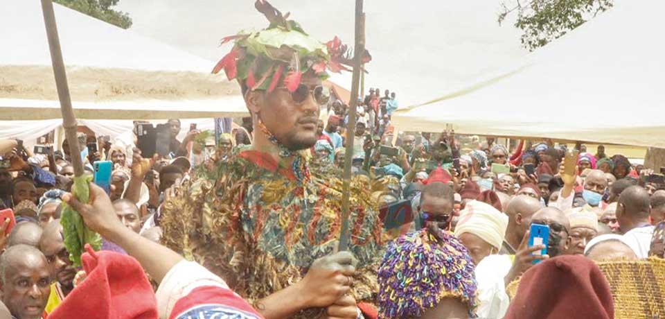 Mohamed Nabil Nforifoum Mbombo Njoya, 28 ans, nouveau sultan-roi des Bamoun a été présenté hier.
