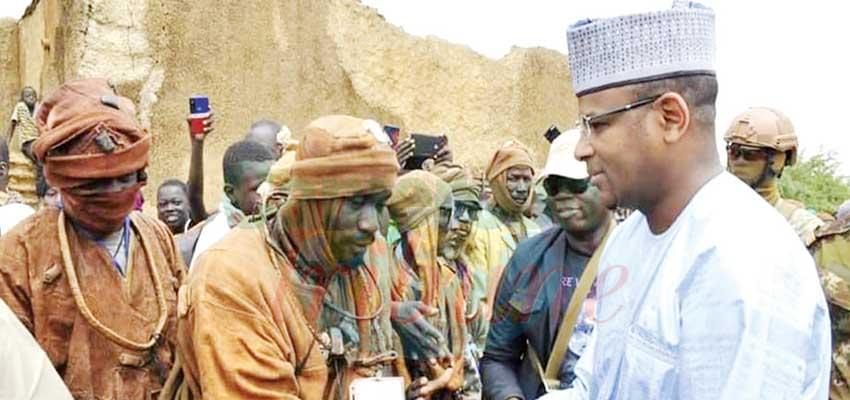 Après l'accord, le Premier ministre malien, Boubou Cissé a salué certains combattants.
