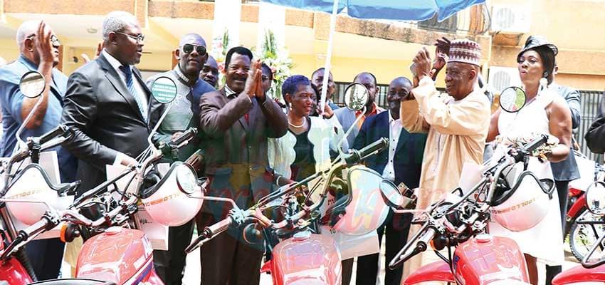 Les maires ont promis de faire bon usage de leurs nouvelles motos.