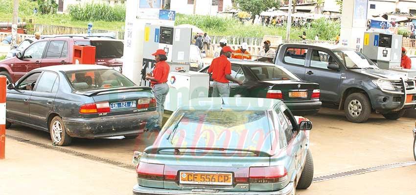Carburant super : embouteillages à la pompe