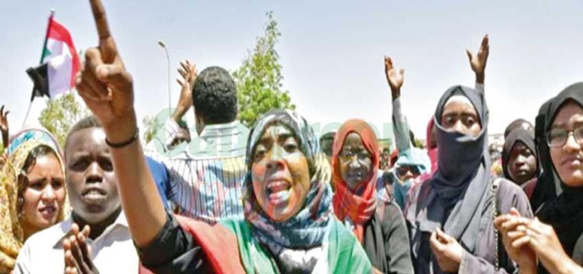 Les manifestants déterminés à faire plier l'armée.