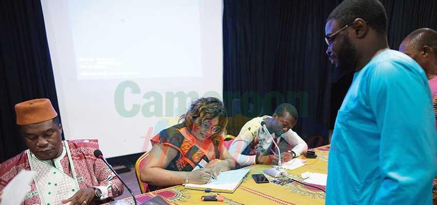 Dédicace: Mélanie Kano parle aux enfants