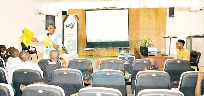En attendant de disséquer en classe, les élèves se contentent des salles de ciné.