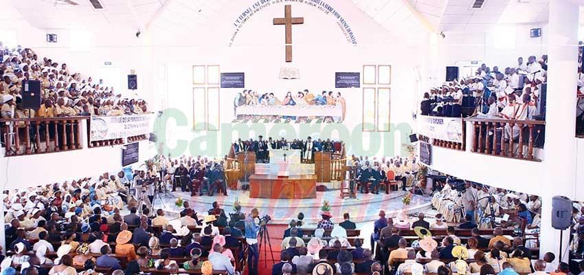 Un office religieux : le même faste demain dans les paroisses.