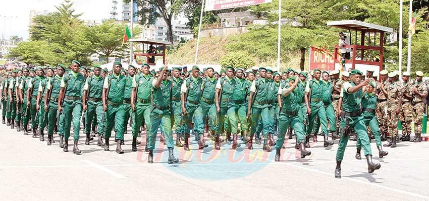 Douala: Armée et population main dans la main