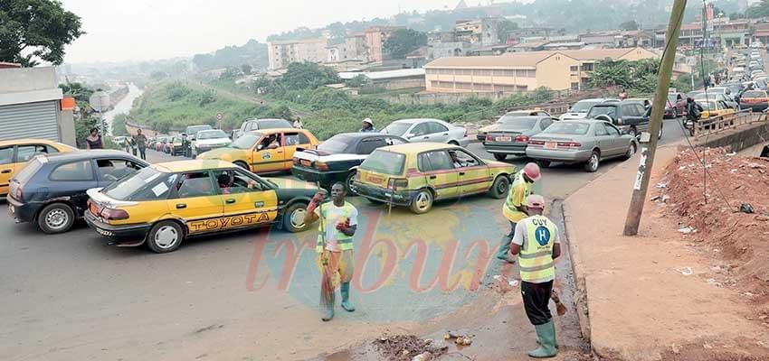 Image : Trafic routier à Yaoundé: Les embouteillages du pont d'Olézoa
