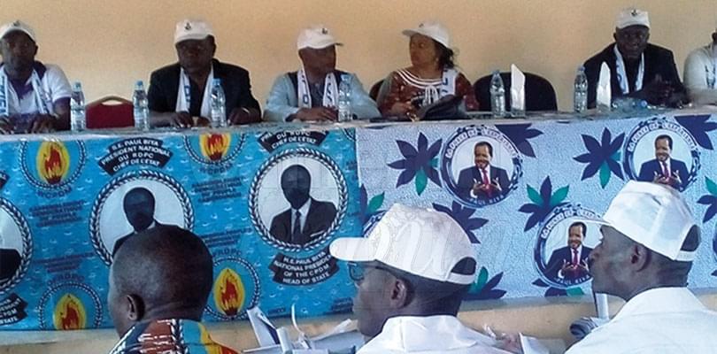 Image : Mengong va plébisciter Paul Biya