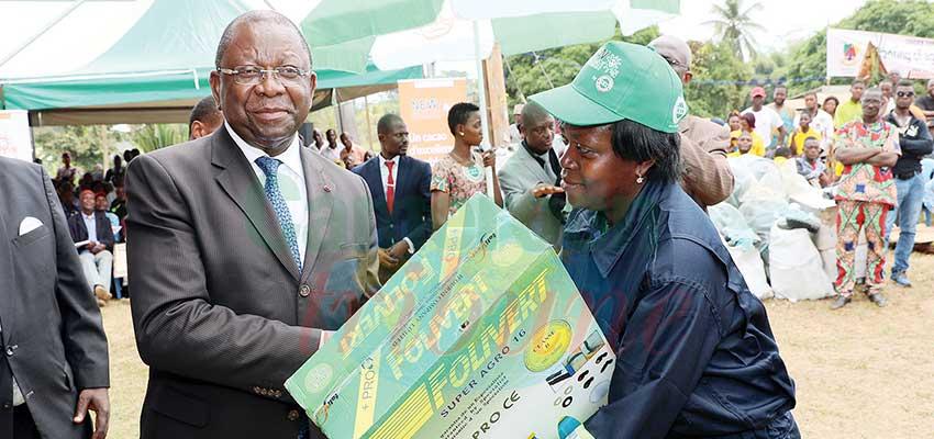 Cacaoculture : du matériel agricole pour 300 jeunes