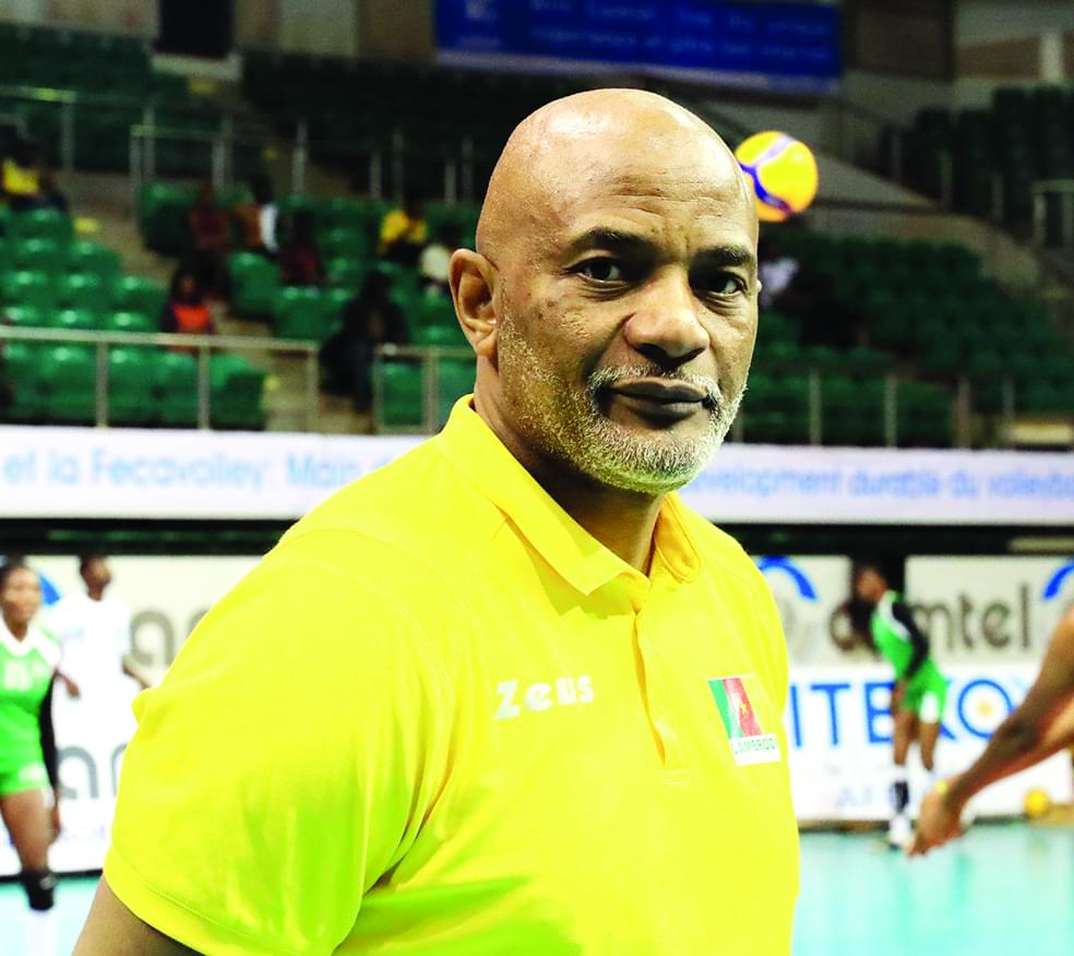 Jean-René Akono, entraîneur de la sélection nationale féminine de volley-ball.