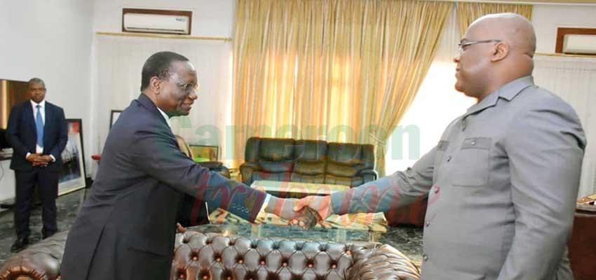 Poignée de main entre Félix Tshisekedi et le Premier ministre Sylvestre Illunga Illunkamba.