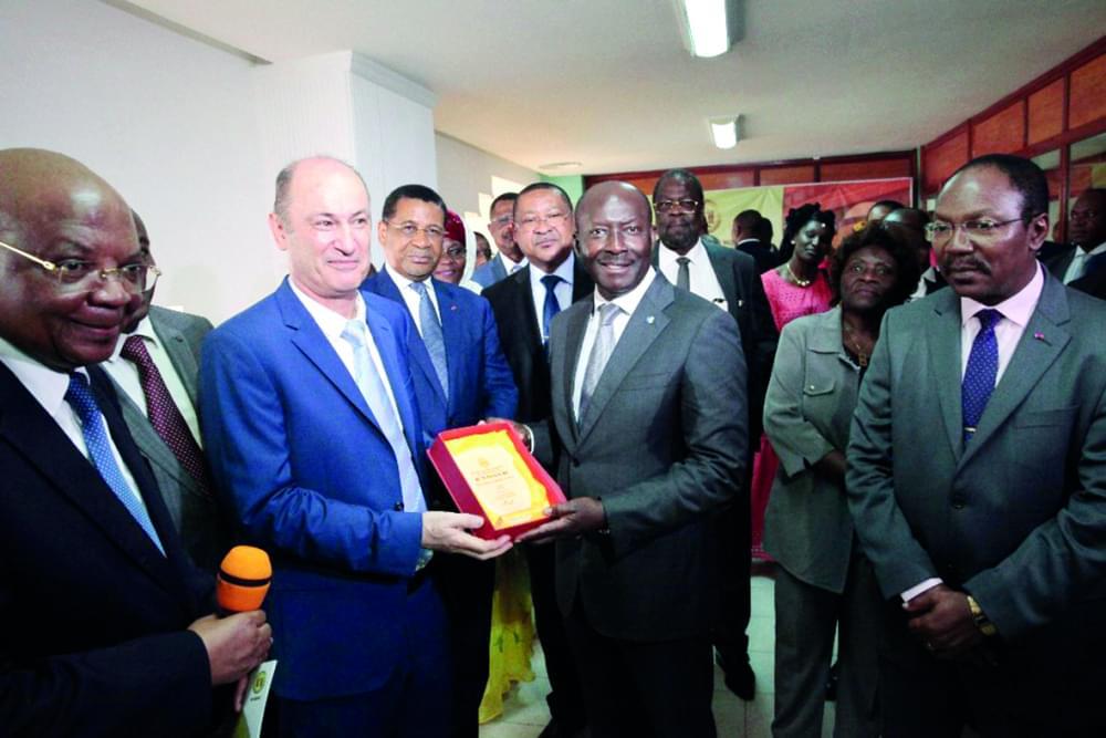 Bourse des valeurs mobilières de l'Afrique centrale : premières cotations