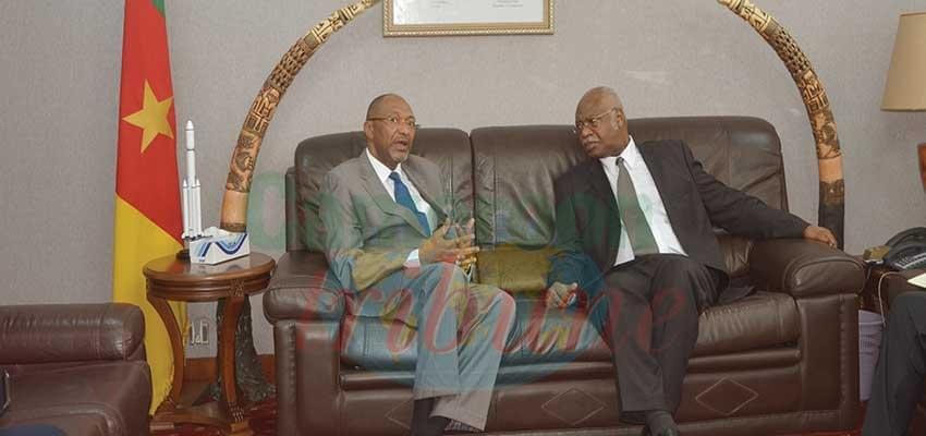 Image : Le président de la Fecafoot chez le PM
