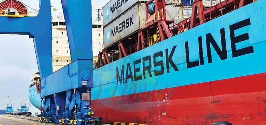 Un des navires de Maersk au quai de Mboro-Kribi.