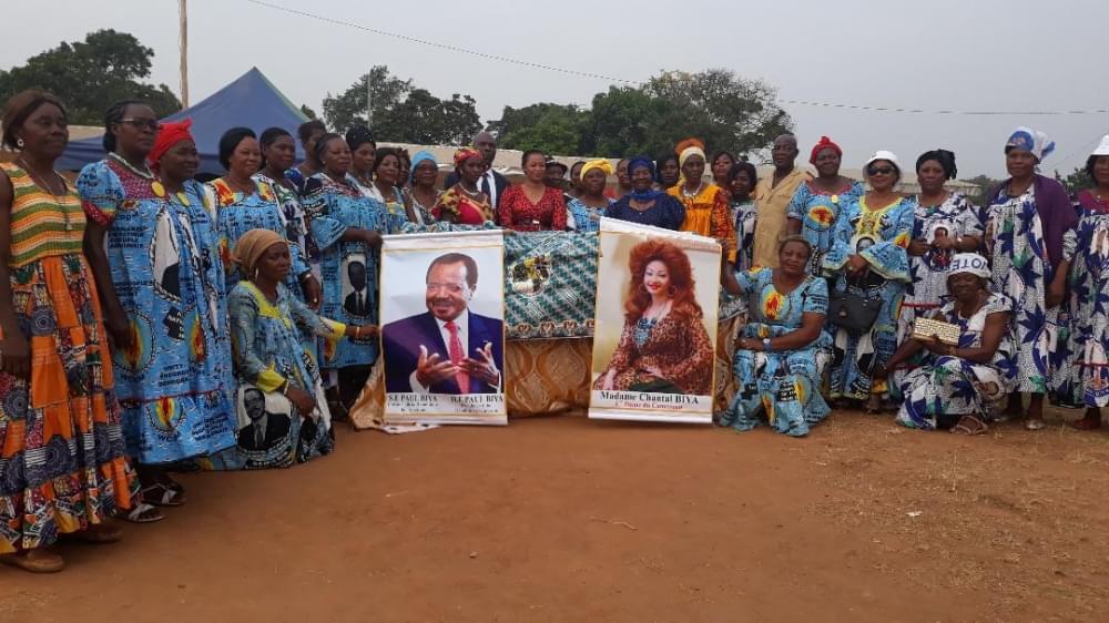 Pagnes du 8 mars : Chantal Biya pare les femmes de Nkometou I et Soa