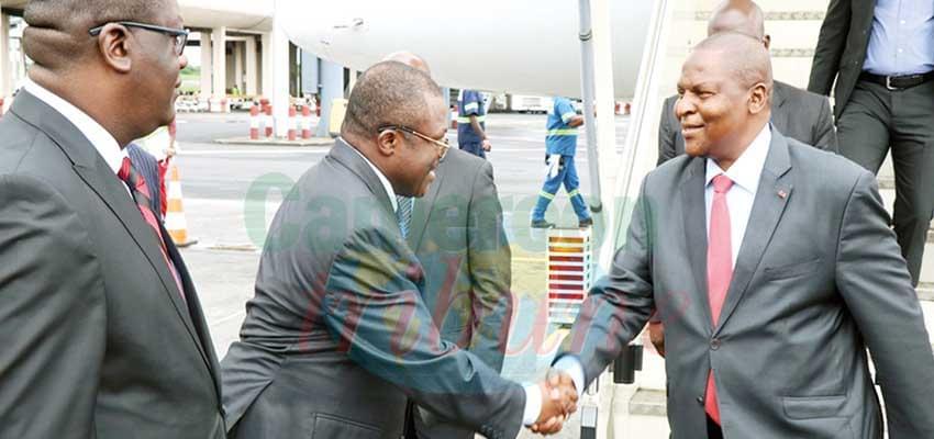 Le président centrafricain a chaleureusement été accueilli par les autorités camerounaises