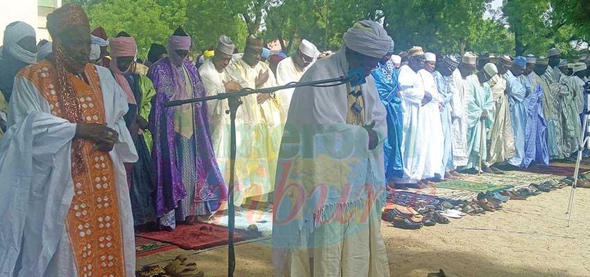 Les fidèles musulmans hier à la grande mosquée de Dougoï.