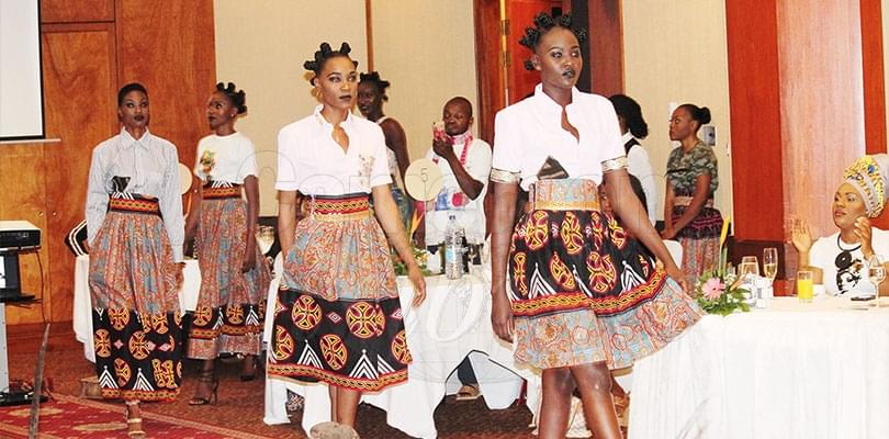 Image : Mode: AfricaColor imprime sa marque