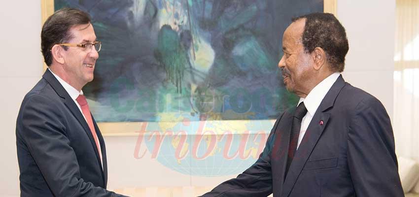 Chaleureuses retrouvailles entre le président de la République et le diplomate français.