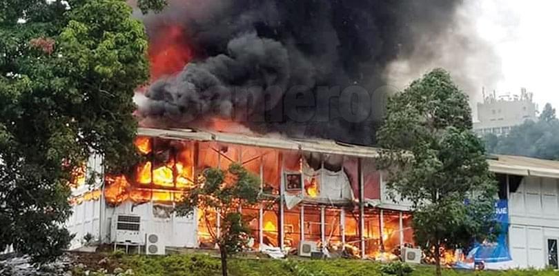Image : Palais des Congrès: le hall A détruit par un incendie