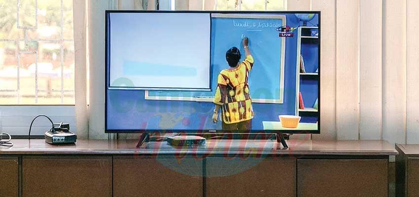 Ecole à distance : la télé s'y met