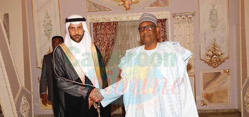 Le ministre Adoum Gargoum et son hôte.