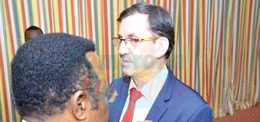 Une distinction pour les services rendus par S.E Gilles Thibault pour le renforcement de la coopération Cameroun-France.