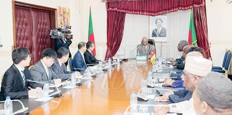Image : Immeuble-siège de l'Assemblée nationale: discussion chez le PM