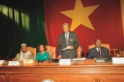 Sénat: Marcel Niat Njifenji réélu
