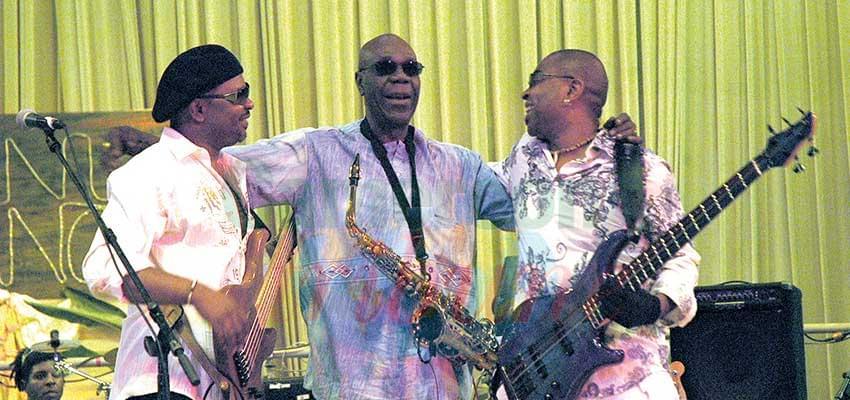 Les bassistes André Manga et Etienne Mbappe ont été à l'école du vieux sage.