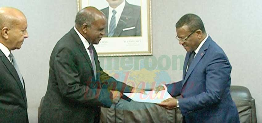 The Libyan special envoy handing the message to PM Dion Ngute.