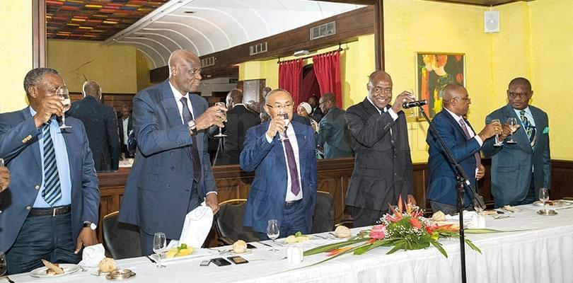 Image : Visite du président de la CAF: hospitalité à la camerounaise